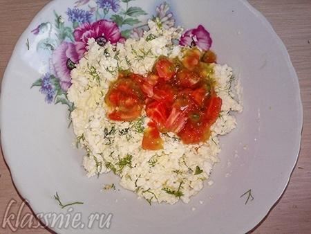 Мякоть томатов с зеленью