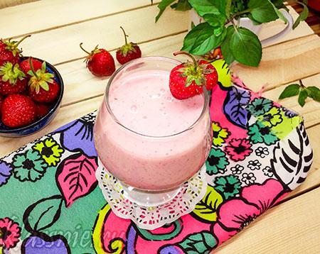 Коктейль с летними ягодами