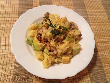 Сабджи с адыгейским сыром и грибами