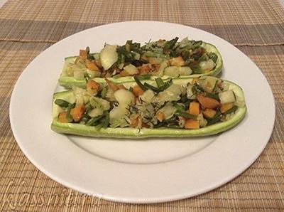 Лодочки из кабачков фаршированные овощами: в духовке