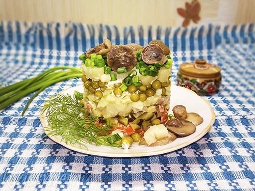 Салат «Грибная поляна» — рецепт с фото пошагово