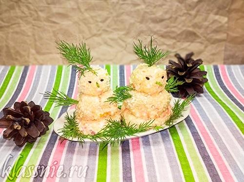 Закуска: помидоры с чесноком и сыром «Снеговик», рецепт с фото