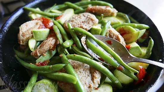 Биточки из сои с овощами