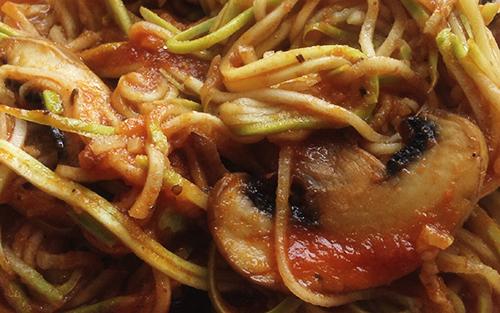 Спагетти из кабачков в томатном соусе, без глютена