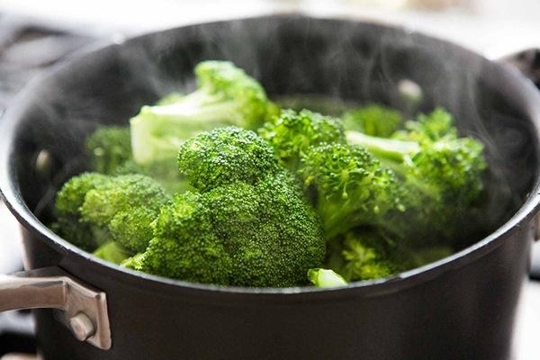 Как правильно приготовить брокколи: свежую или замороженную