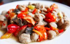 Соевое мясо в остром соусе с шампиньонами