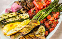 Как приготовить баклажаны, помидоры и перец на мангале + рецепт салата