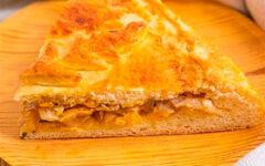 Постный пирог с капустой с тонким дрожжевым тестом и густой начинкой