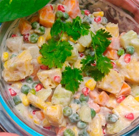 Салат с кукурузой и ананасами